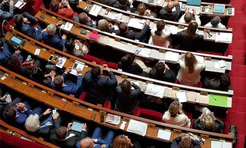 50 députés contre la prise en compte des revenus du conjoint