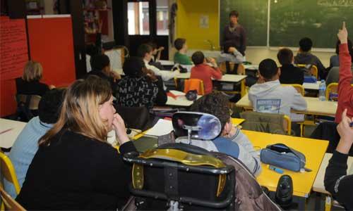 """AESH : 760 euros en moyenne, une précarité """"inacceptable"""""""