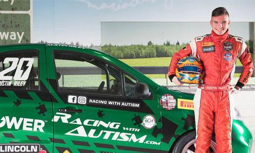 Austin Riley, autiste, jeune prodige de la course auto