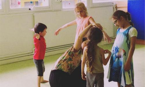 Des ateliers ludiques pour retisser le lien parent-enfant