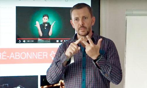 """Des """"sourdoués"""" formés au numérique en langue des signes"""