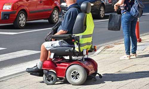 """Droit: le fauteuil roulant n'est pas un """"véhicule à moteur"""""""