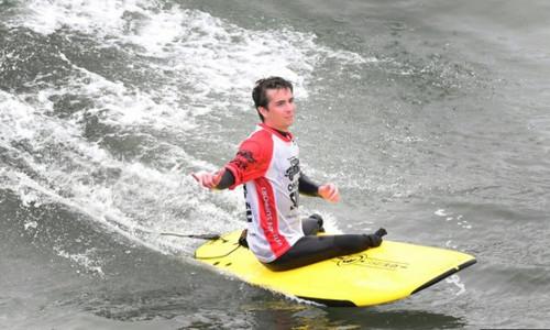 En Californie, le surf pour oublier la guerre