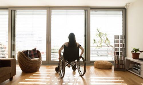 Femme défénestrée paraplégique : une indemnisation totale ?