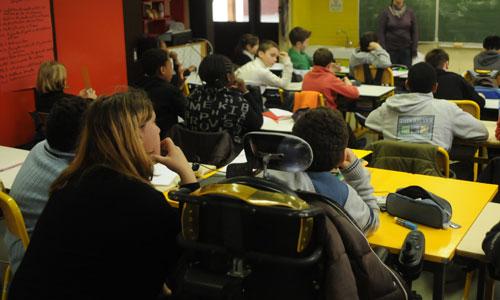 Handicap à l'école : le dur défi des accompagnants