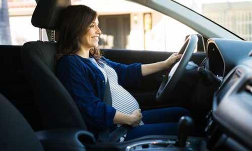 Stationnement handicap : accessible aux femmes enceintes?