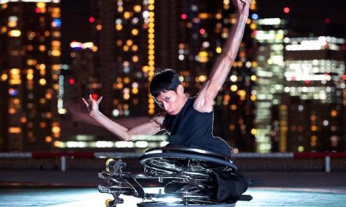 Japon : Kenta, avec un spina bifida, danse en apesanteur
