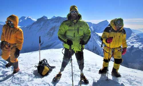 Deux italiens amputés au sommet du Mont-Blanc, un défi givré