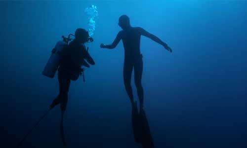 Le champion handisport Théo Curin au secours des océans