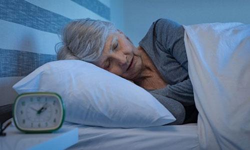Moins de 6h de sommeil : vers un risque accru de démence?