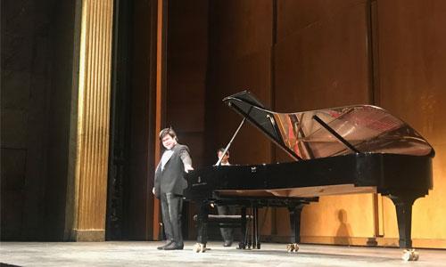 Nobuyuki, pianiste et aveugle :  Trésor vivant venu du Japon