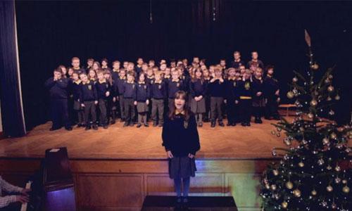 Noël : Kaylee, 10 ans, autiste, chante Hallelujah
