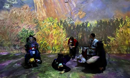 Plongée dans l'art pour de jeunes handicapés : fascinant!