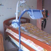 Portique réglable au-dessus du lit