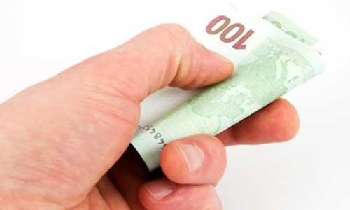Prime carburant de 100 € : pour les allocataires AAH aussi