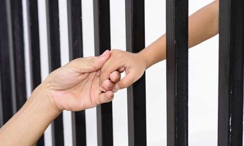 Prison : une détenue privée des visites de son fils autiste