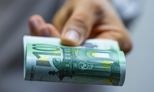 Smic à + 100 € : en cas d'AAH et de pension d'invalidité ?