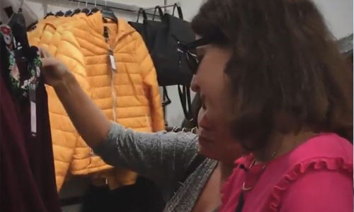 Une boutique de vêtements dédiée aux personnes aveugles