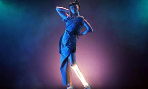 Viktoria Modesta danse avec une prothèse pic à glace