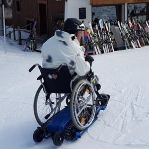 Plateforme motorisée tout-terrain pour fauteuil roulant (image 1)